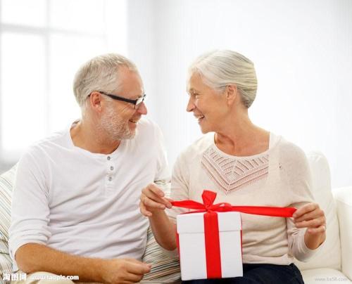 给老人买什么保险比较好?老年人的保险规划「亲身经历」