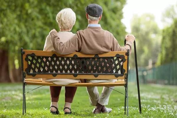 商业医疗保险六十岁还有哪些?六十岁老人商业医疗保险怎么买?