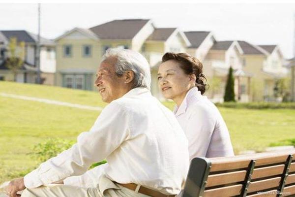 老年人防癌险哪款划算?老年人防癌险购买什么类型比较好?