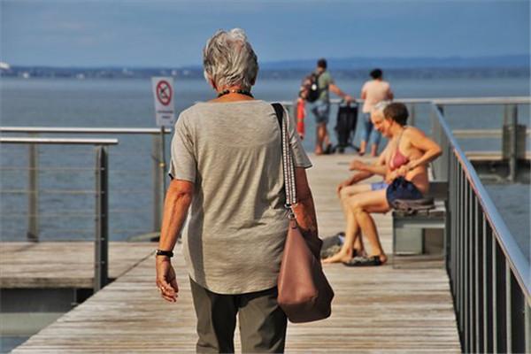 老年防癌险工银保险公司的产品如何?性价比怎么样?